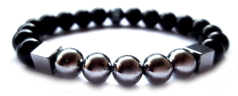 Fényes ónix -  ezüst színű hematit gyöngy karkötő 8mm